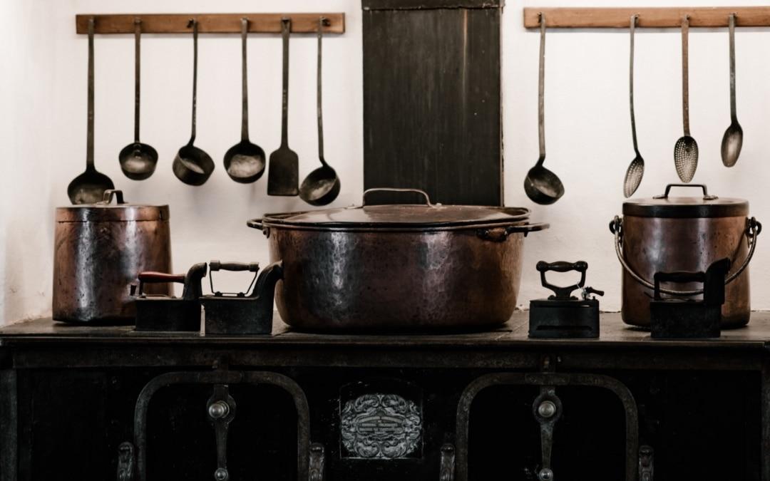 Glanzende pannen soep